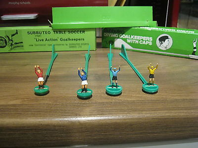 Subbuteo H/W Live Action and Diving Goalkeepers with Caps C126 and C153 Boxed