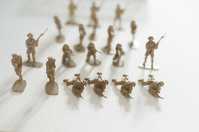 Airfix British 8th Army Infantry 1/32 Scale moulded figures x 19 unpainted
