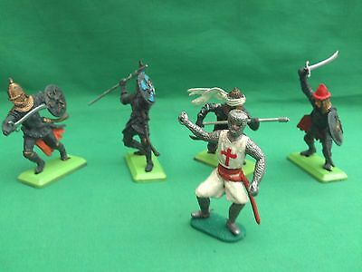 Britains Deetail/timpo Saracens X 4 In V.g.c.and  1 Crusader