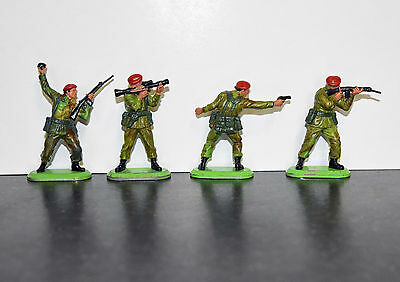 Britains super deetail red berets  commandos Toy Soldiers x 4
