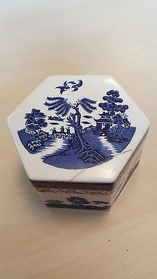 booths real old willow trinket box. TC 1126.