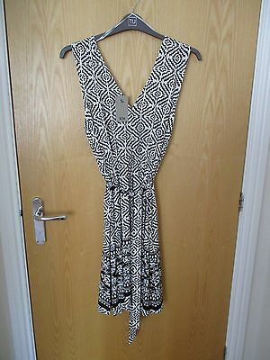 Lovely Ladies dress size 18, Black/White NEW