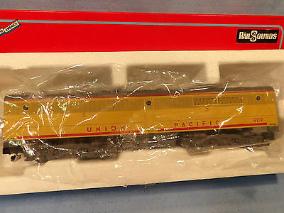 AMERICAN FLYER S GAUGE No.48119 UNION PACIFIC PB-1 NON-POWERED ENGINE W/ RAILSO