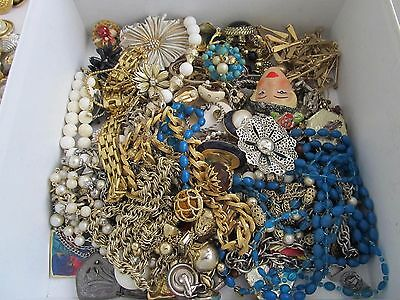 VINTAGE TO MODERN LOT OF BROKEN JEWELRY FOR PARTS OR CRAFTS RHINESTONES 3.11oz