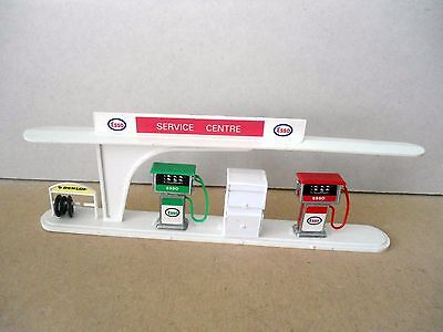 Master Models/Barton Motorplay ? ESSO Service Centre W/Pumps/Tyre Rack etc