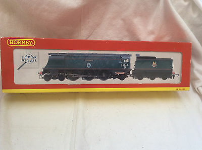 00 Gauge Hornby R2221 Battle Of Britain Class Tangmere 34067 Locomotive - Boxed