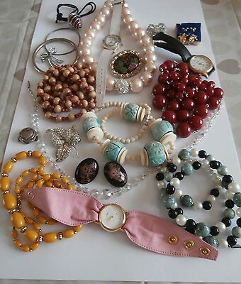 Job lot of a good mix of vintage and modern jewellery wearable
