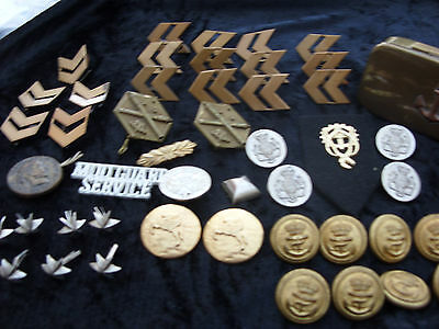Wonderful lot of vintage Military insignia, brass buttons and badges