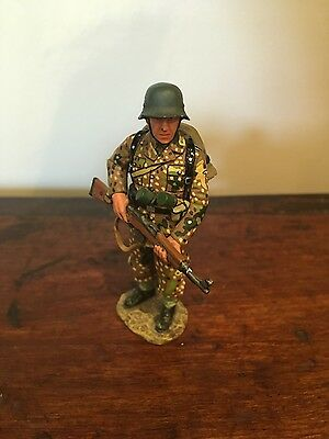 KING AND COUNTRY WW2 - SS Soldier (Retired)