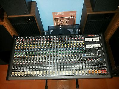 mixer tascam m-224 24 canali