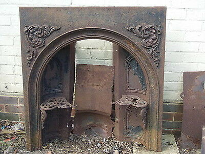 Cast Iron Fire Insert With Trivets