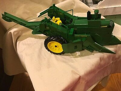 Ertl Precision Series John Deere Tractor 4020 with 237 Corn Picker In 1/16 Scale