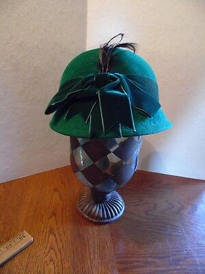 Vintage Betmar Green Wool Felt Ladies Cloche Hat W/ Green Ribbon Band & Feathers