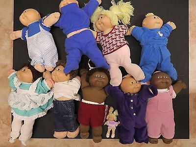 Vintage lot of Cabbage Patch dolls and clothing x 8 xavier roberts ?