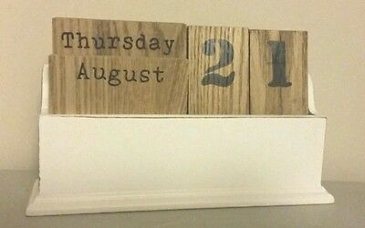Shabby Chic - Off white wooden Calendar