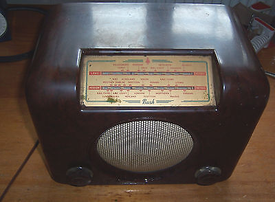 Vintage Bush DAC90A bakelite radio for restoration project not working used