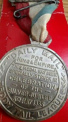 1935 GEORGE VI JUBILE TEDDY TAIL LEAGUE DAILY MAIL CHILDRENS CLUB / MEDAL Badge