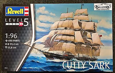 Revell Germany 5422 Cutty Sark Clipper Ship 36 inch long plastic model kit 1/96