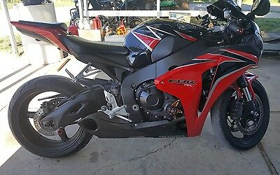 2010 Honda CBR  2010 Honda CBR1000rr Red and Black Fireblade