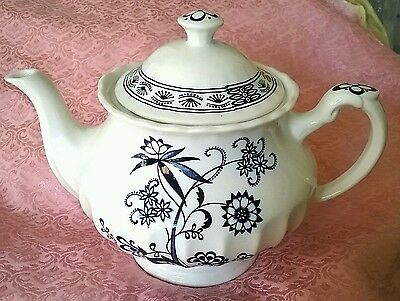 Lovely Large 5 Cup J & G Meakin Classic White Blue Nordic Teapot Excellent