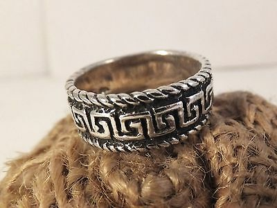 Vintage Sterling silver band ring stamped S 8 classic Greek Key design A03