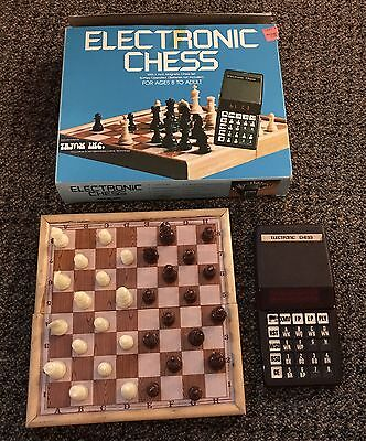 Vintage Electronic Chess by Tryom Inc CC-700 handheld USA 1981 complete with box