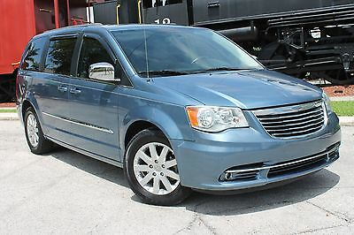 2011 Chrysler Town & Country Touring L 2011 Chrysler Town and Country Touring L-Southern-owned&driven-Navigation-Loaded
