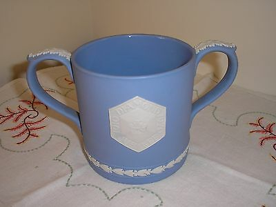 "Vintage 1970s Wedgwood 2 Handed Large Mug ""Diamond Jubilee 1910-1970"". Cracked."
