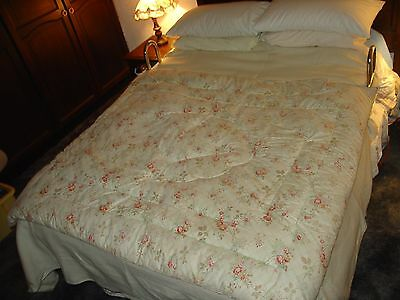 Vintage 1940's Double Floral Patterned Feather Eiderdown Quilt Needs Attention