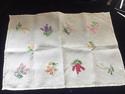 """Vintage Hand Embroidered Linen Traycloth Centre 8 Floral Sprays 19 X 13"""" Free Pp"""