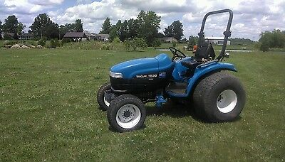 New Holland 1530 4x4 Compact Diesel Tractor w/ Super Steer & Low Hours TC33 TC30