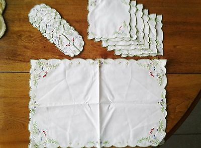 VTG.13 pc. Luncheon Dessert Tea Set Embroidered 6 coasters & napkins,1center pc.