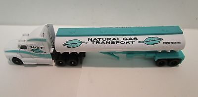 $5.99 Special Cars n Trucks Maisto Natural Gas Tractor Trailer NGT