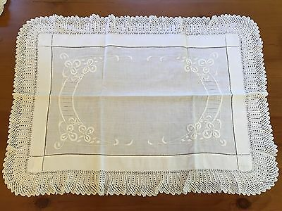 "Vintage Embroidered Knitted Lace Edge Linen Table Topper Scarf Runner 28"" X 20"""