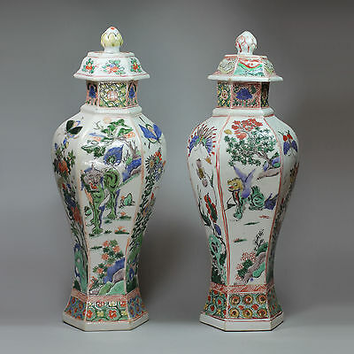 A matched pair of Antique Chinese baluster vases & covers, Kangxi (1662-1722)