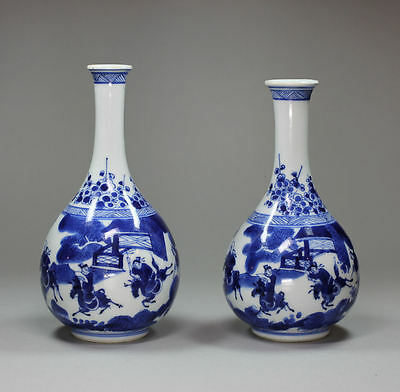 Antique Pair of Chinese blue and white vases, Kangxi (1662-1722)