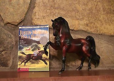 Breyer - 2002 - Glossy Justin Morgan With A Book