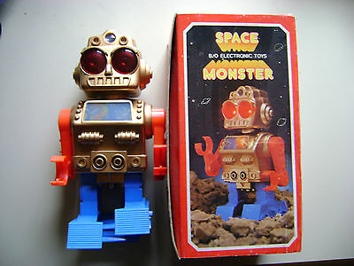 tintoy alter Roboter Robot um 1970 - 1980 space vintage tin toy space monster