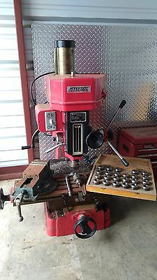 """Bench Top Milling Machine,Plus a Complete Set of Collets & 4"""" Vice"""