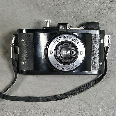 Vintage Fed Flash Camera Photography Collectible - lot h1h