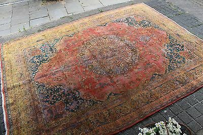 Vintage large traditional Persian rug (2.90 x 3.85m)