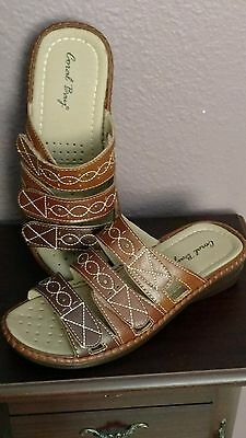 CORAL BAY Womens Synthetic Leather Stitched Three Strap Wedge Sandals Size 6 Med