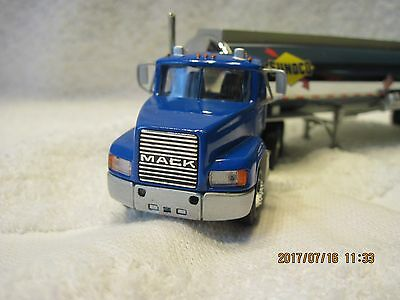 New never out of the box Sunoco Gasoline Tanker Hartoy PEM Truck1:64 scale