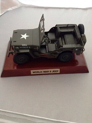 WW II Military US Army Vehicle Jeep Diecast model 1:32 scale & Wood Base