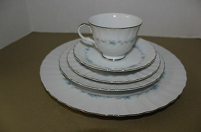 "Harmony House/sears Japan ""monticello"" #3540 5 Piece Place Setting Blue Flowers"