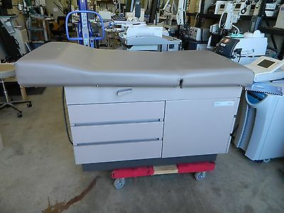 MIDMARK Ritter 104 Physicians Exam Table NEW Upholstery  Excellent Condition
