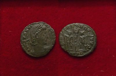 Roman coin AE4 Two soldiers one standard probably Constantine II