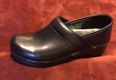 Dansko NARROW 38 US 7.5 8 Black Leather Professional Work Clogs FREE SHIPPING