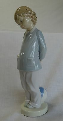 """LLADRO 8 1/2"""" GIRL with BLUE & WHITE BALL PORCELAIN FIGURINE - MINT CONDITION"""