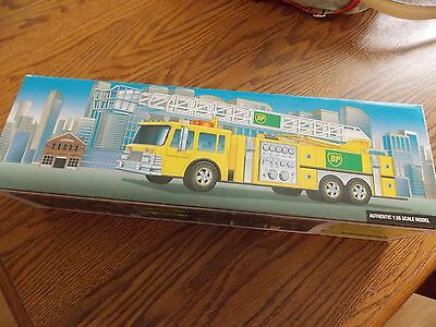 BP Aerial Tower Fire Truck 1999 Collector's Edition 1:35 scale needs batteries